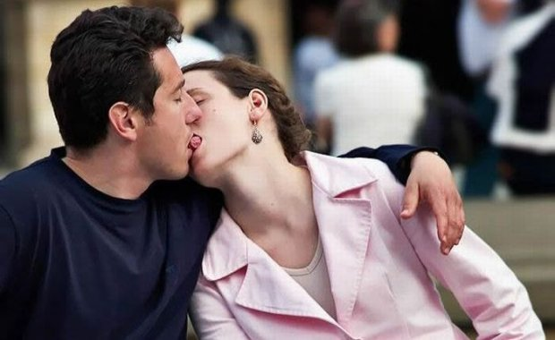Как целоваться с языком видео